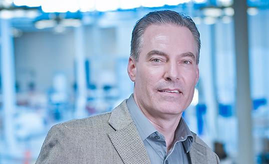 Tim BRENGMAN, VICE PRESIDENT, OPERATIONS (Vice-Président chargé des Opérations)