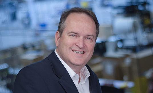 JON ALTHOFF, SENIOR DIRECTOR, GLOBAL MARKETING (Directeur Général du Marketing à l'échelle internationale)